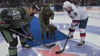 """Pirms """"armijnieku"""" cīņas armijnieku suns veic simbolisko iemetienu"""