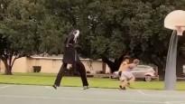 Monstrs aizbiedē jaunos basketbolistus