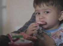 Video: Vai dabīgais cukurs ogās un augļos ir jāierobežo bērna uzturā?