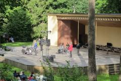 """Foto: Spilgtākie mirkļi no """"bet bet"""" jubilejas turnejas koncertiem Staburagā un Dzērbenē"""