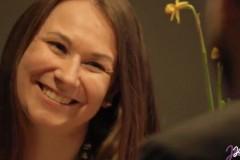 Video: Dzejnieks kafejnīcā spontāni nolasa apmeklētājām dzejolīšus!