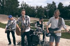 """Video: Grupa """"On My Way"""" Jelgavas BMX trasē uzfilmē sportisku dziesmas video"""