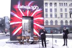 """Video: Rīgā sāk darboties vides mākslas objekts – virtuāls piemineklis """"Goda vārti"""""""