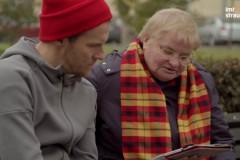 """Video: Emocionālā izpildījumā Jānis Aišpurs iedzied """"Div' dūjiņas"""""""