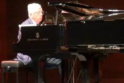 Video: Raimonds Pauls un Harijs Bašs Dzintaros ieskandina jauno koncertflīģeli