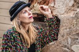 """Laila Saliņa un Gundars Silakaktiņš muzikālajā stāstā  """"Elles ķēķis. Ņujorka->Latvija"""""""