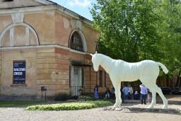 """Daugavpilī jauna kultūrtelpa – mākslas galerija """"Baltais zirgs"""""""