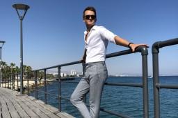 Video: Nikolajs Puzikovs jauno dziesmu saraksta Kiprā