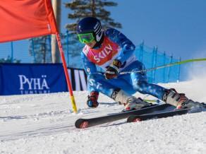 Latvijai trīs uzvaras sešās jauniešu grupās milzu slalomā Baltijas kausā (video)