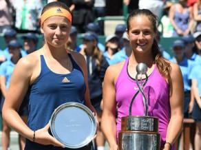 Ostapenko ar haotisku tenisu zaudē arī trešo WTA finālu