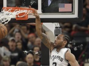 """""""Spurs"""" nosargā sākumā iegūto pārsvaru, Lenardam 37 punkti"""
