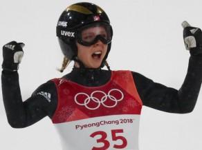 Sieviešu tramplīnlēkšanā triumfē Lunbī, sarūpējot Norvēģijai otro zeltu