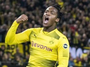 Bačuajī dramatiskā galotnē izrauj Dortmundes uzvaru