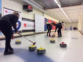 Latvijas junioru kērlinga čempionātā zināmi pusfinālisti
