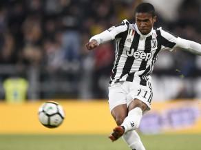"""Duglasam Kostam trīs piespēles, """"Juventus"""" pārsvaru palielina līdz sešiem punktiem"""
