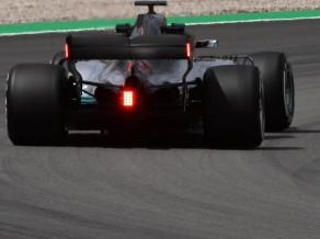 """""""Mercedes"""" pirmo reizi testē antispārnu ar papildus gaismām"""