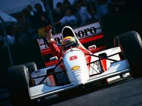 """Eklstouns par 4.2 miljoniem eiro nopērk Sennas """"McLaren"""" formulu"""