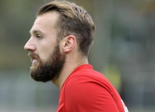 """Melnkalnes līdzjutēju petaržu dēļ cietuši divi """"Spartaka"""" futbolisti"""