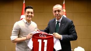 Ezils paskaidro savu bēdīgi slaveno tikšanos ar Turcijas prezidentu un kritizē Vācijas medijus