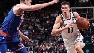"""Kurucam 11 punkti pret """"Knicks"""" un pirmā uzvara NBA"""