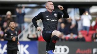"""Rūnijs ar diviem vārtiem ieved komandu MLS """"play-off"""", rezultatīvi turpina arī Zlatans"""