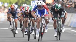 """Neilands kopā ar favorītiem krīt pēdējā kilometrā """"Giro d'Italia"""" desmitajā posmā"""