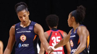 """Neticamā Tomasa atgriežas pēc savainojuma un tuvina """"Sun"""" WNBA finālam"""