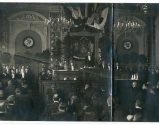 Satversmes sapulces deputāta mazmazdēls uzdāvina muzejam vēsturisku fotogrāfiju