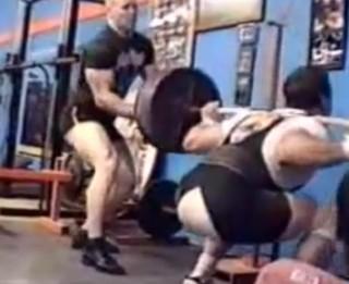Video: Ko nevar celt, to nevar...Dažādi svaru celšanas videokuriozi