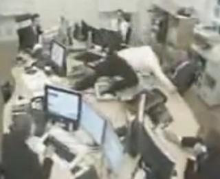 Video: Visu laiku nervozākie darba kolēģi