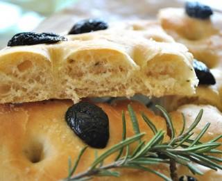 Focaccia – viena no populārākajām itāļu maizēm. Uzcep pats!