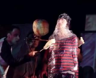 """Video: Latvijas Leļļu teātrī top """"Romeo un Džuljeta"""" pieaugušajiem un pusaudžiem"""