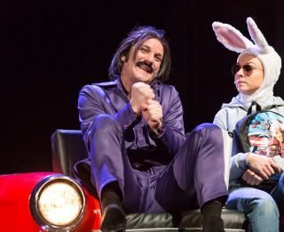 Dailes teātra Zinību stundā par spēli ar dzimumu uz skatuves