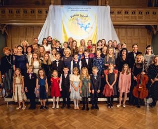 """Noslēdzies 16. Latvijas bērnu un jauniešu vokālistu konkurss """"Putnu bērni"""""""