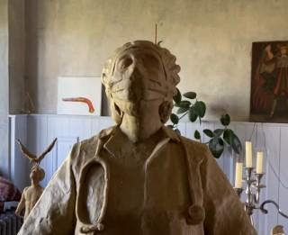Rīgā atklās pēc sabiedrības iniciatīvas  mediķu pašaizliedzībai radītu skulptūru