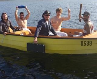 """Video: Ar jaudīgu dziesmu """"Vienā laivā"""" sevi piesaka grupa """"RS88"""""""