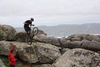 Brāļi Dermaki lieliski startē pasaules čempionātā velotriālā