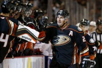 """Uzvara pār Monreālu ļauj """"Ducks"""" pārņemt NHL līderpozīcijas"""