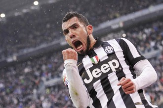 """Tevesam brīnišķīgi vārti un nerealizēta pendele, """"Juventus"""" kārtējā uzvara"""