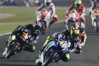 """Rosi atklāj """"MotoGP"""" sezonu ar dramatisku uzvaru Katarā"""