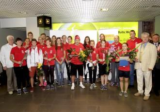 Foto: Latvijas medaļnieces atgriežas no Naņdzjinas olimpiādes