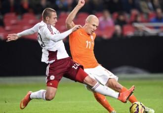 Analīze: Robens un van Pērsijs soda Latviju par atklāto futbolu