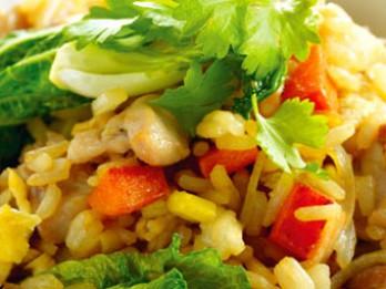 Rīsu sautējums ar sēnēm un dārzeņiem