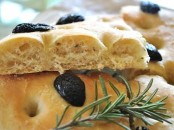 Focaccia- viena no populārākajām itāļu maizēm. Uzcep pats!