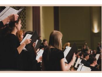 Ar spiričuelu un kora mūzikas programmu Rīgā uzstāsies Sentluisas Vašingtona Universitātes kamerkoris no ASV