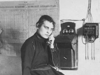 Ogres muzejā durvis ver lielākā izstāde Latvijā par senlaiku telefoniem