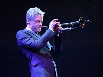 Interesanti fakti par talantīgo trompetistu Krisu Boti