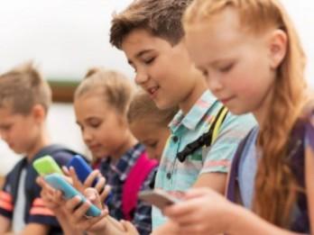 Viedoklis: Vai pirmklasniekam vajadzīgs arī pirmais mobilais telefons?