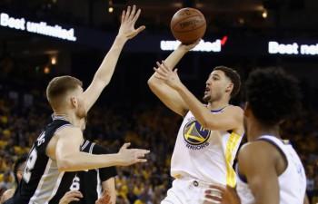 """Bertānam teicama aizsardzība pēdējā ceturtdaļā, """"Warriors"""" tomēr izslēdz """"Spurs"""""""