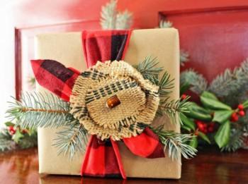 Foto: 24 idejas, kā skaisti iesaiņot Ziemassvētku dāvanas